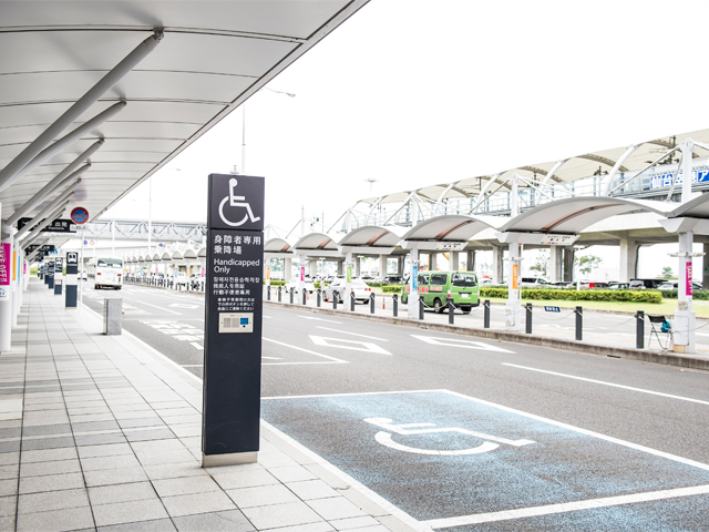 Vehicle stop zone dedicated to handicapped people