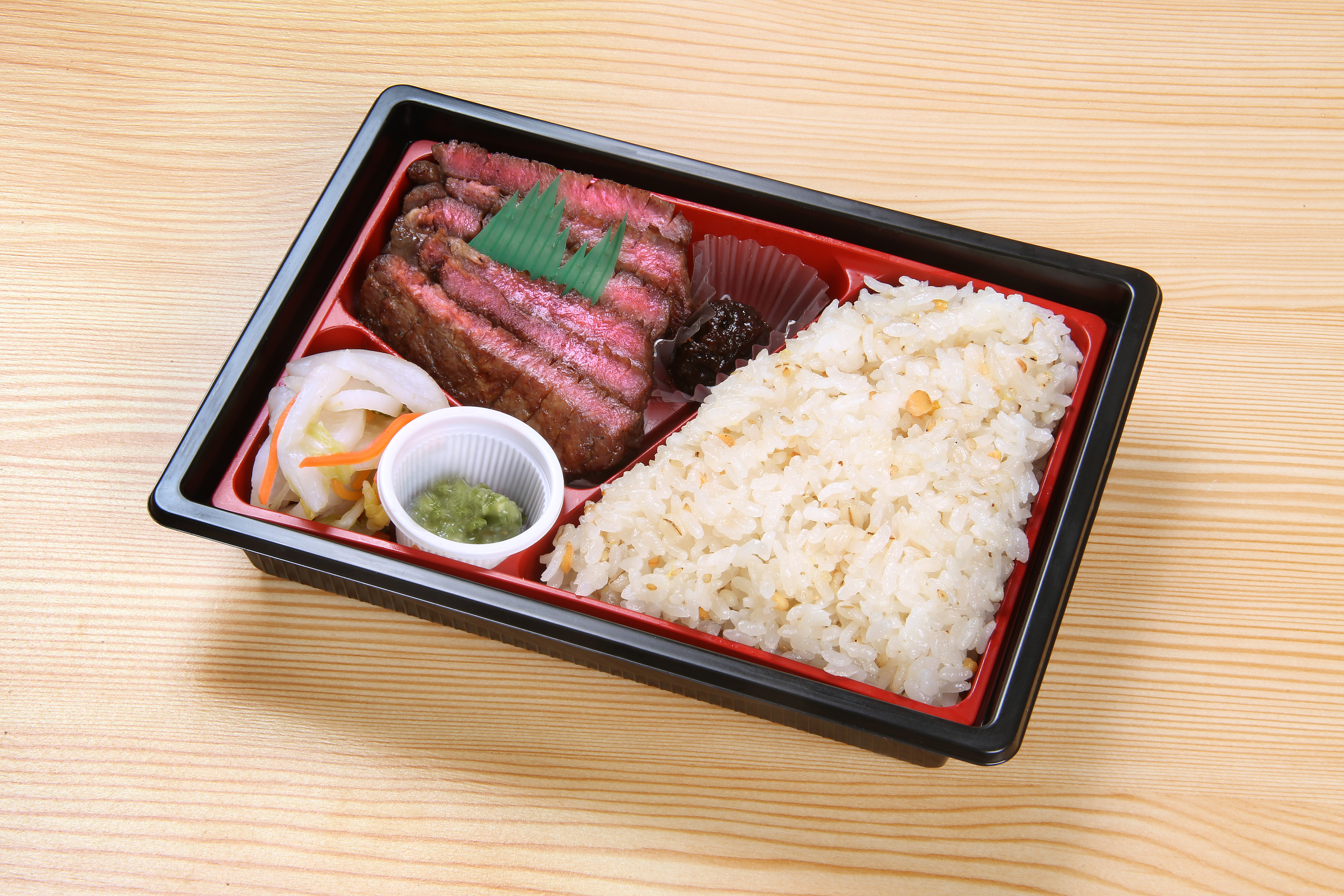 Seasonal beef tongue box lunch 1,300 (incl. tax)