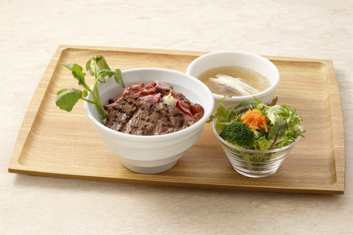 Half & half rice bowl with beef tongue and roasted domestic beef