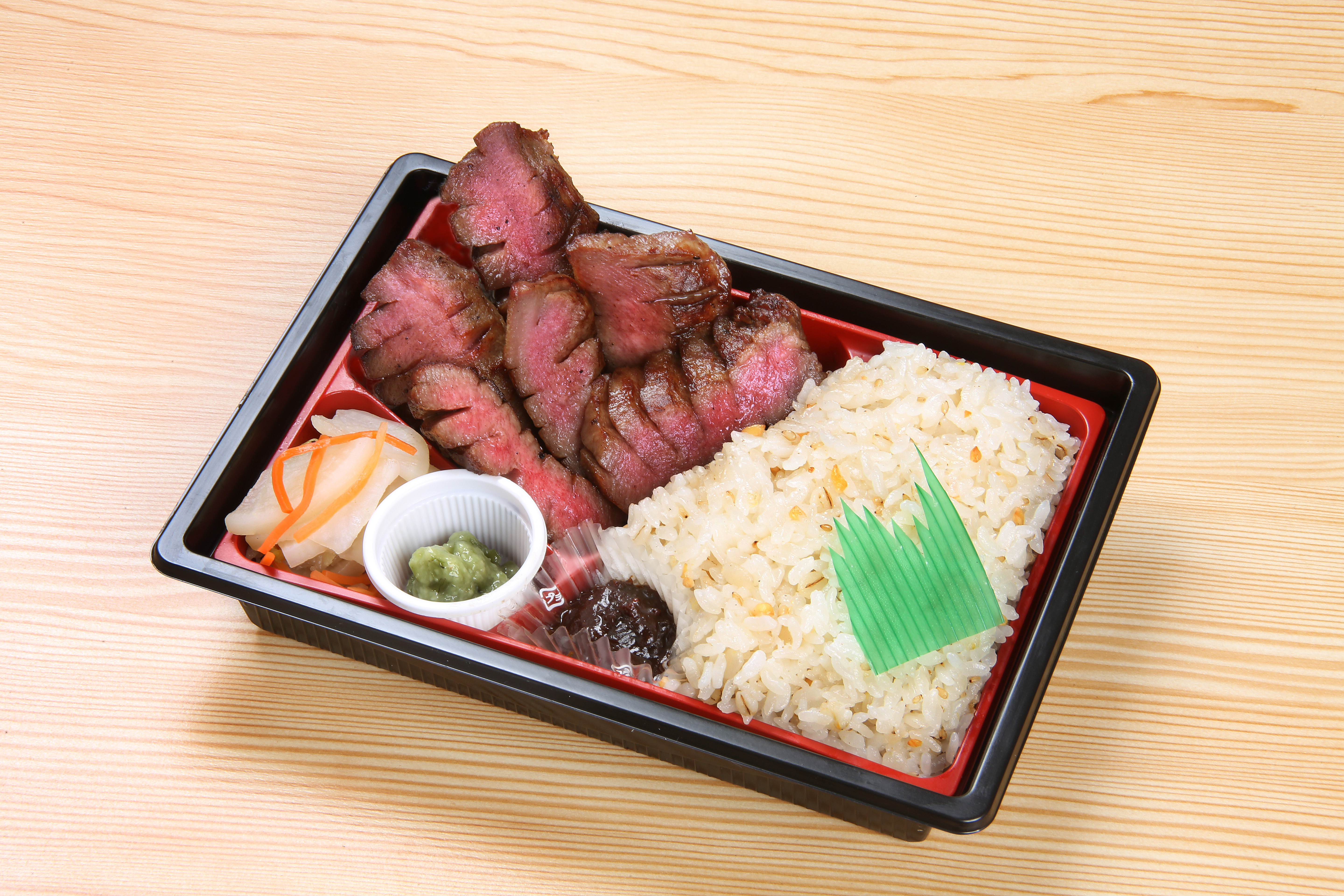 Specialty salted beef tongue box lunch  2,500 (incl. tax)