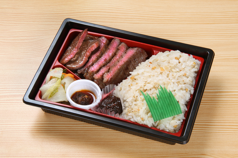 鹽烤整條牛舌便當 1,300日元(含稅)
