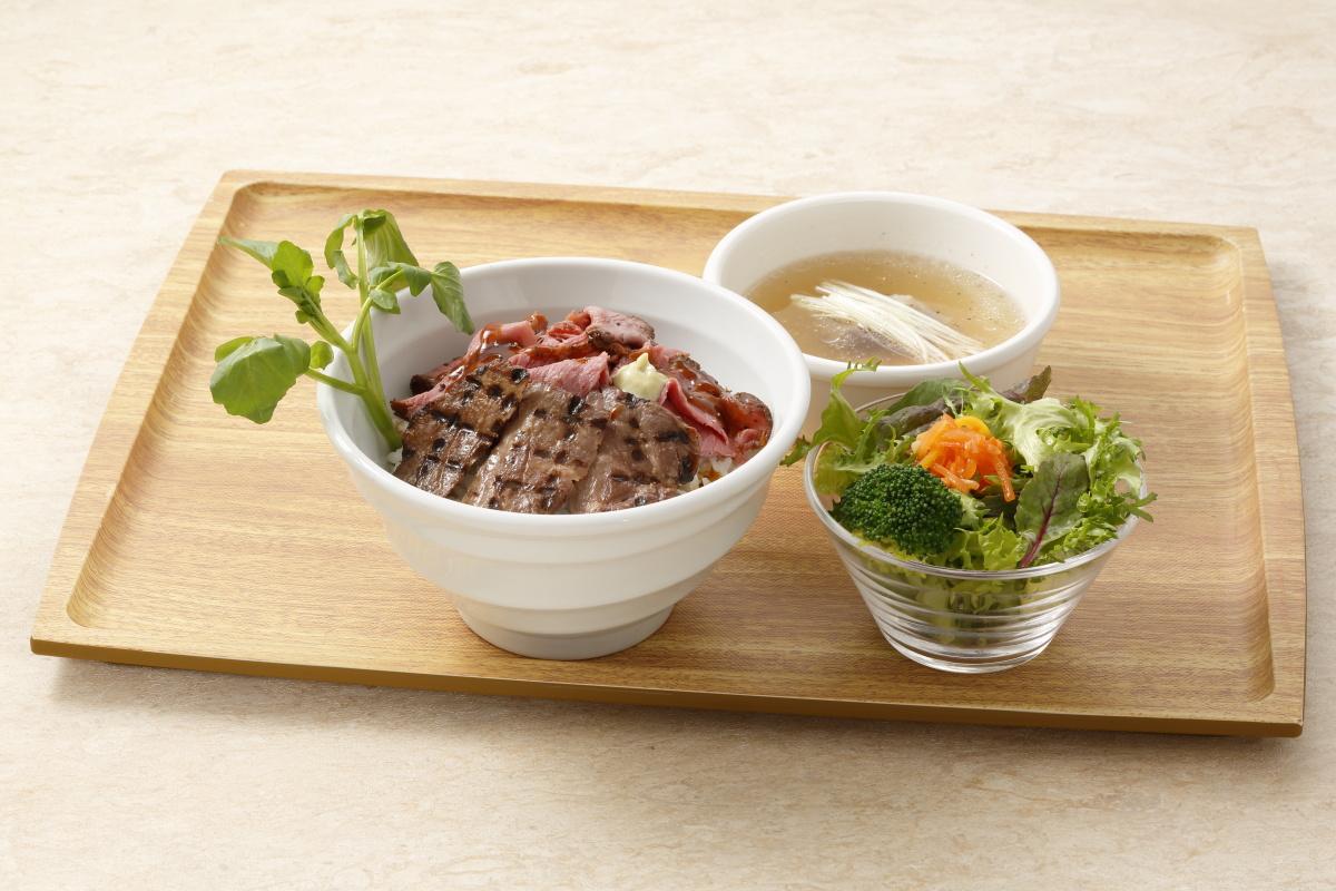 牛舌和國產烤牛肉半對半蓋飯