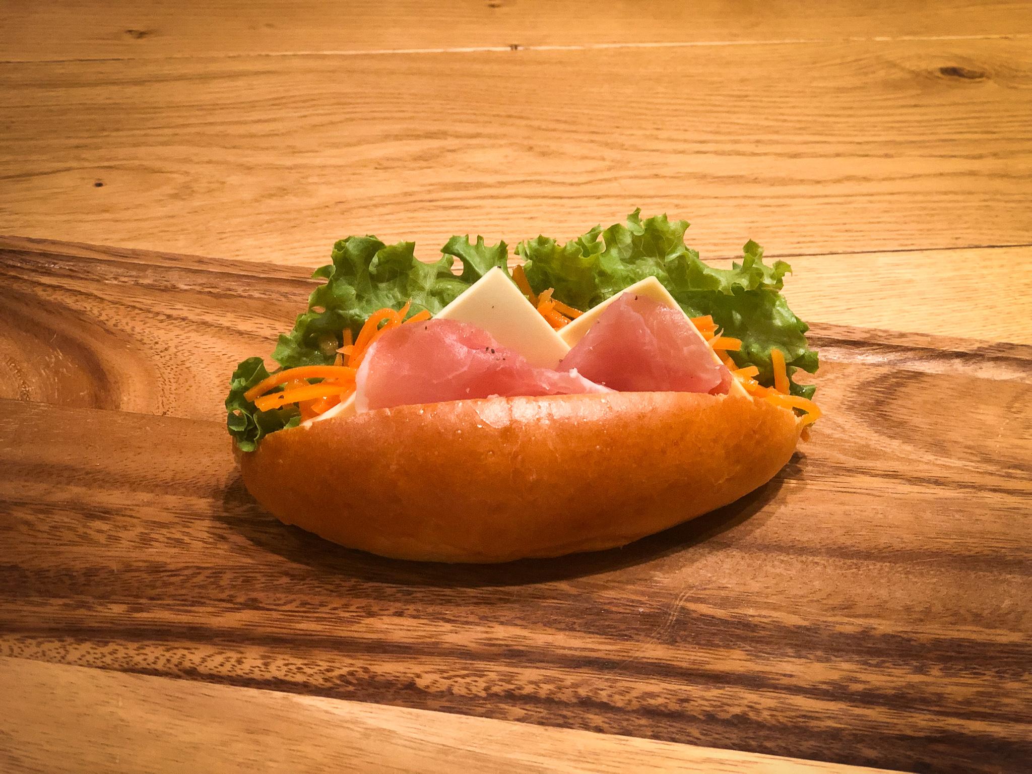 火腿和奶油芝士三明治