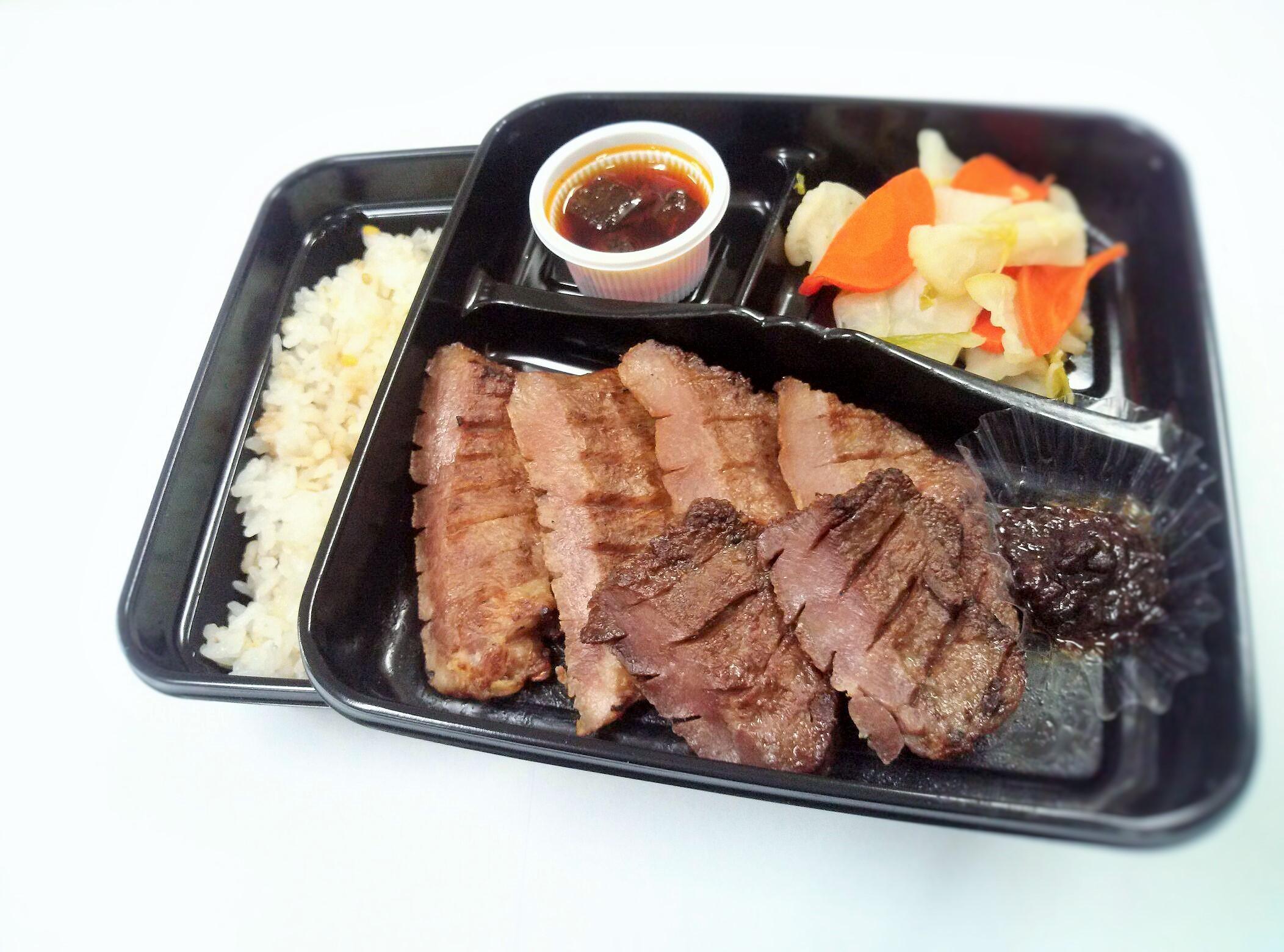 厚切り牛タン塩弁当 1,300円(税込)