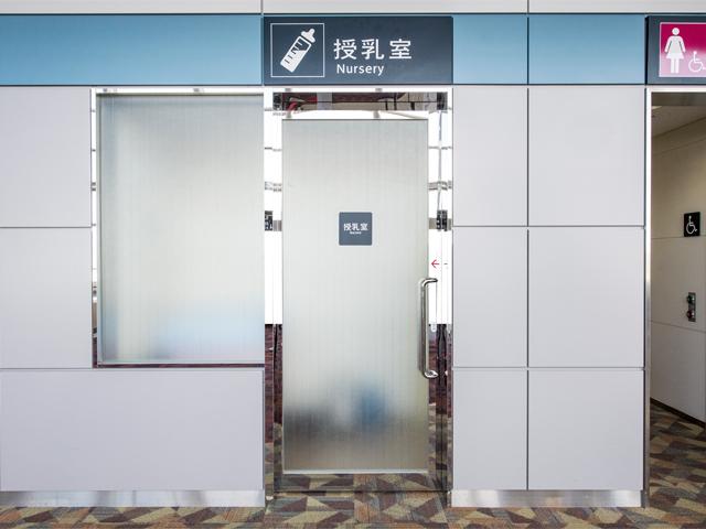 2階国際線出国待合室内